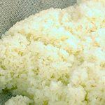 「新大正もち米」を蒸籠で蒸し上げお餅にします。